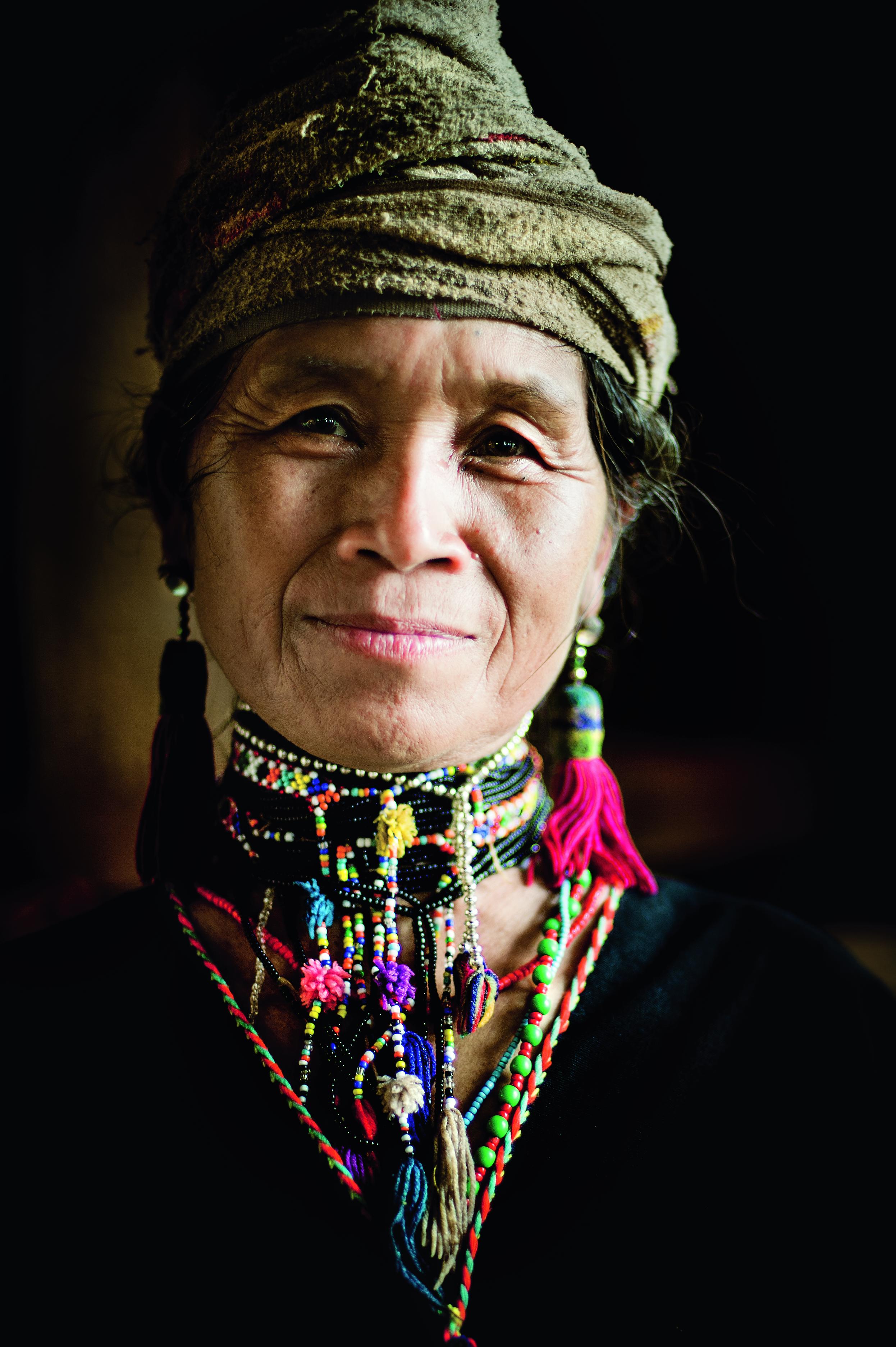 Tajlandia wycieczka: kobieta z plemienia Karenów